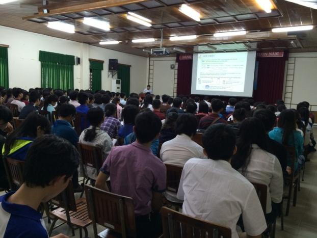 Đại biểu các Trường và Sinh viên quan tâm đến hội thảo